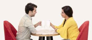 Come conquistare una ragazza fidanzata a cui piaci