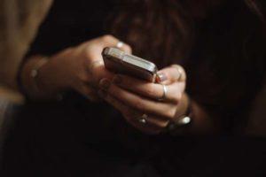 Come approcciare una ragazza in chat