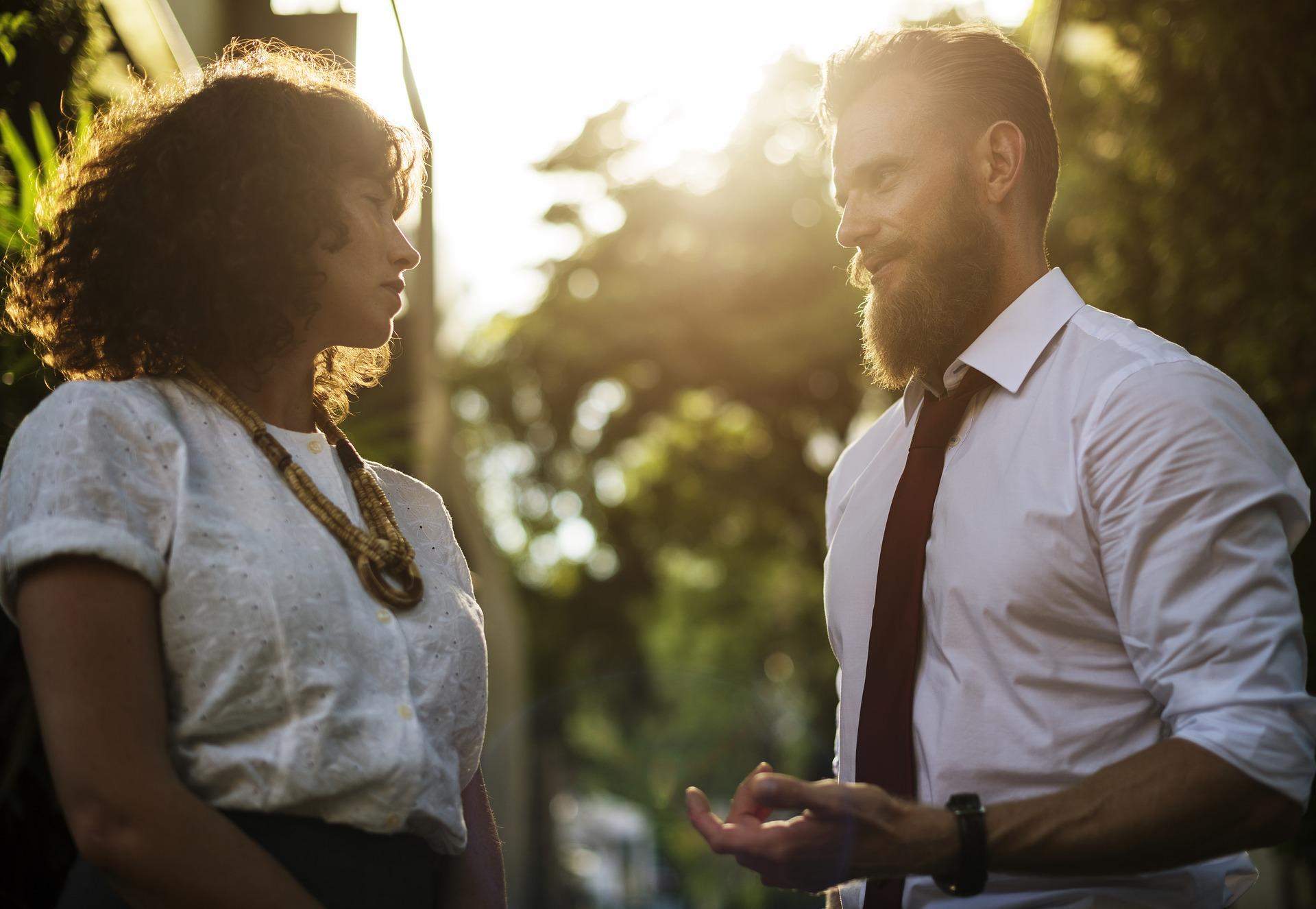 come approcciare ragazza primo approccio scuse per conoscere