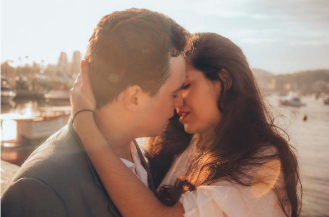 Primo bacio: come darlo al primo appuntamento e frasi