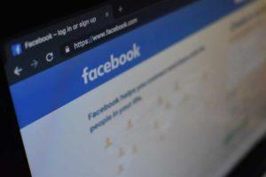 Come provarci con una ragazza su Facebook