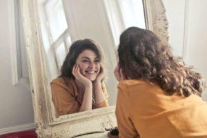 Amare sé stessi per amare gli altri e vivere una vita felice