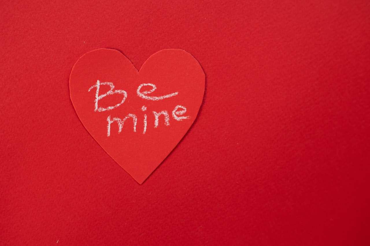 Frasi dolci per lei, sms e messaggi toccanti, commoventi e corte per una fidanzata
