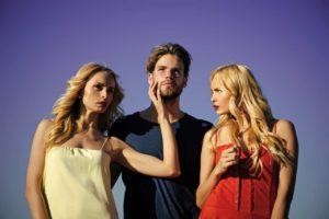 Poligamia significato, definizione e psicologia del rapporto a più persone